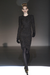 Prendas de lana con toques de oro, propuesta de Hannibal Laguna
