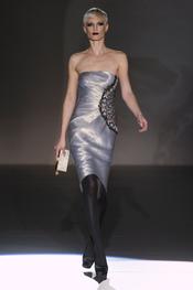 Detalles de pedrería en los vestidos de Hannibal Laguna