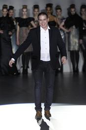 Hannibal Laguna, nos presenta su colección en Cibeles 2011