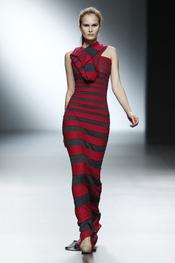 Vestido largo a rayas horizontales de Amaya Arzuaga