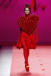 Total look rojo de Agatha Ruiz de la Prada en Cibeles 2011