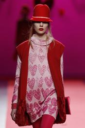 El corazón estampa los diseños de Agatha Ruiz de la Prada en Cibeles 2011