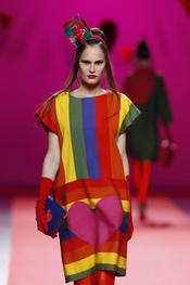Colorido vestido de Agatha Ruiz de la Prada en Cibeles 2011