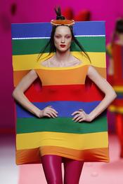 Diseño imposible de Agatha Ruiz de la Prada en Cibeles 2011