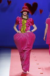 Blusa con chorreras de Agatha Ruiz de la Prada en Cibeles 2011