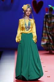 El raso más sensual de Agatha Ruiz de la Prada en Cibeles 2011