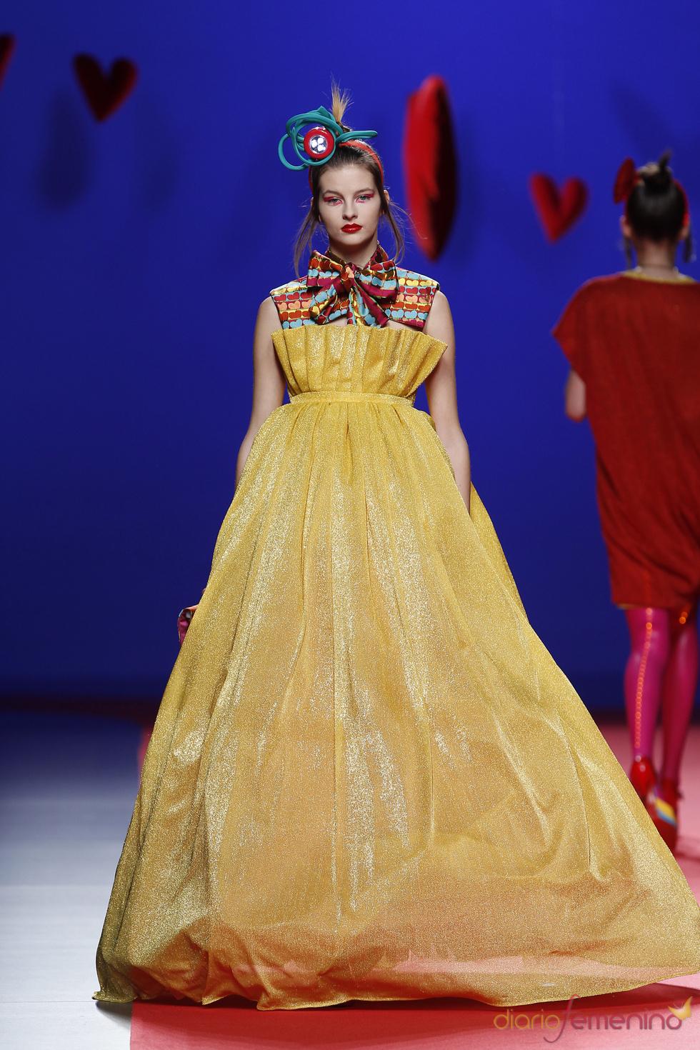 Voluminoso diseño de Agatha Ruiz de la Prada en Cibeles 2011