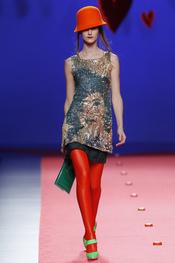 Agatha Ruiz de la Prada opta por las media más llamativas y tupidas