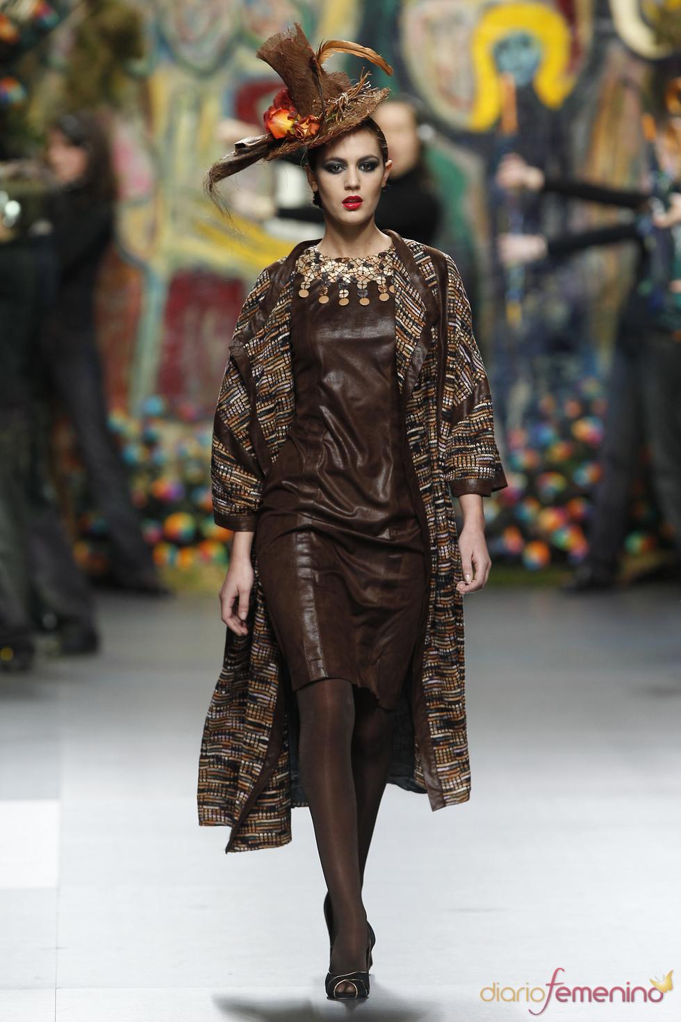 Vestido de cuero de Francis Montesinos en Cibeles 2011
