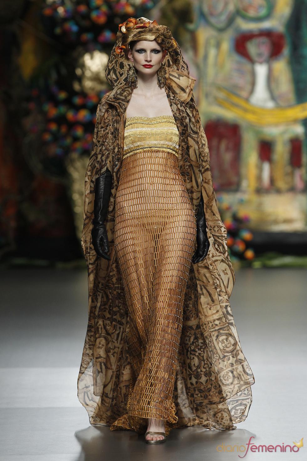 Vestido de noche de Francis Montesinos en Cibeles 2011