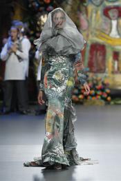 Francis Montesinos da volumen a las colas de sus vestidos de noche