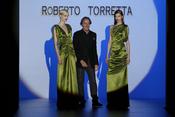 Vestidos largos de satín color verde, propuesta de Roberto Torretta