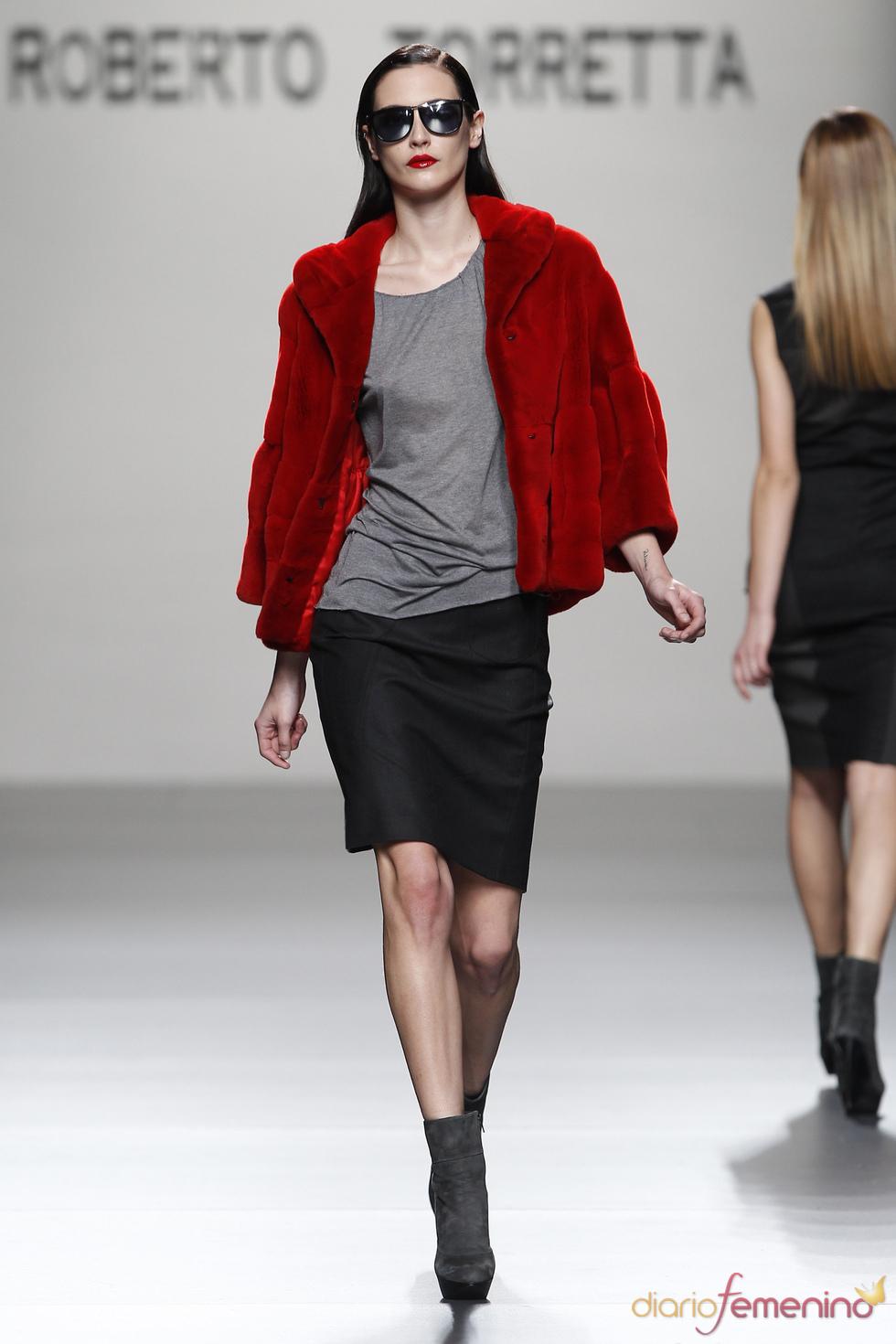 Rojo pasión, la chispa de color de la colección de Roberto Torretta