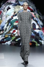 Vestido largo recto estampado, propuesta de David Delfín