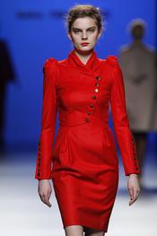 El rojo, la chispa de color en la colección de Kina Fernández