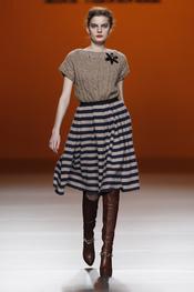 Falda a rayas de cashmere con vuelo, apuesta de Kina Fernández