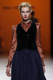 Cierta inspiración victoriana en algunas prendas de Kina Fenández