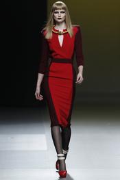 Vestido rojo de Ana Locking en Cibeles 2011