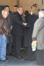 Santos Pumar en el funeral de su esposa, Florinda Chico