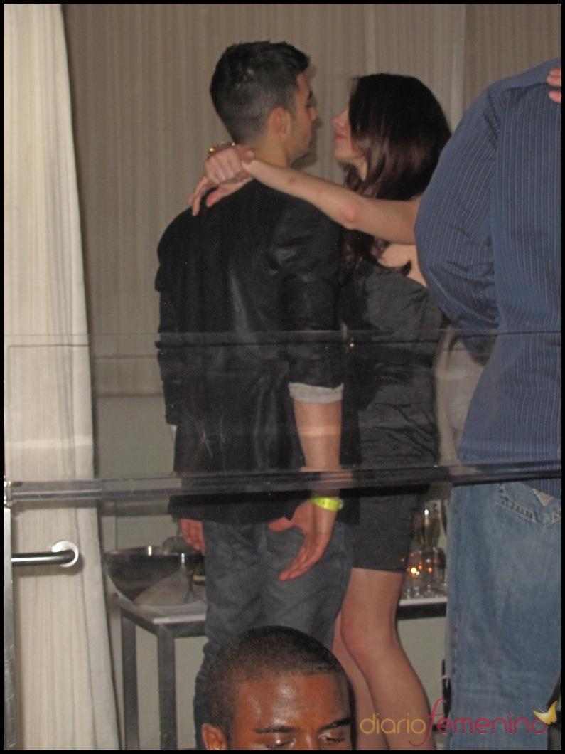 Ashley Greene y Joe Jonas muy acaramelados