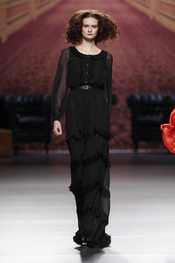 Vestido negro. Alma Aguilar. Cibeles Madrid Fashion Week 2011