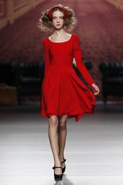 Vestido corto rojo. Alma Aguilar. Cibeles Madrid Fashion Week 2011