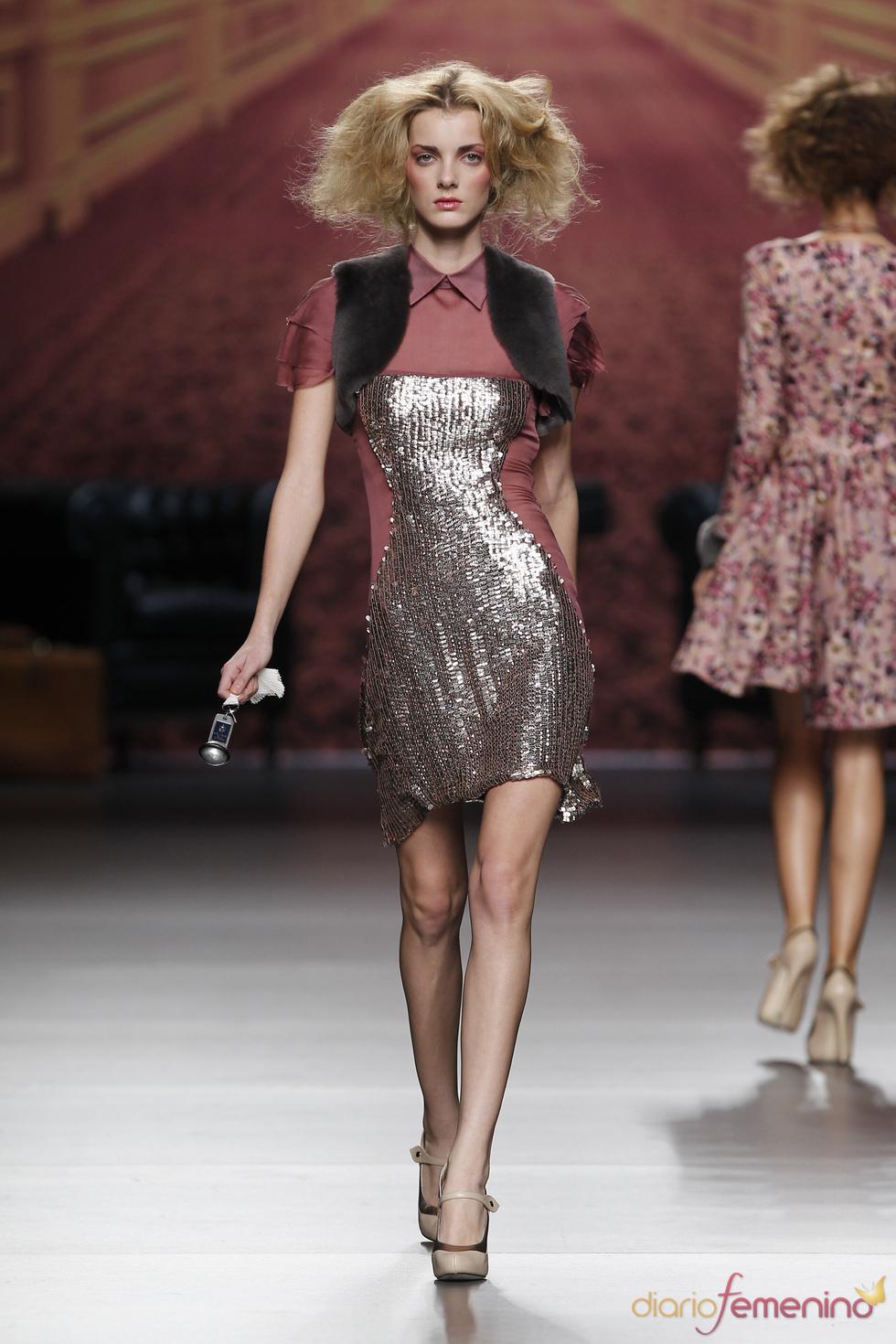 Vestido plateado. Alma Aguilar. Cibeles Madrid Fashion Week 2011