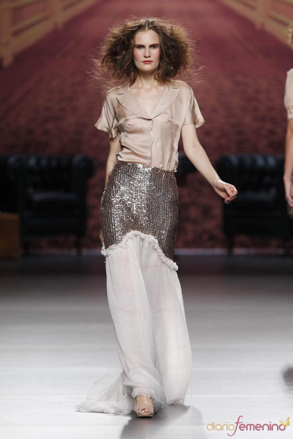Vestido blanco y crudo. Alma Aguilar. Cibeles Madrid Fashion Week 2011