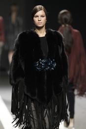 Vestido negro tiras. Miguel Palacio. Cibeles Madrid Fashion Week 2011