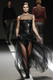 Vestido negro de gasa. Miguel Palacio. Cibeles Madrid Fashion Week 2011