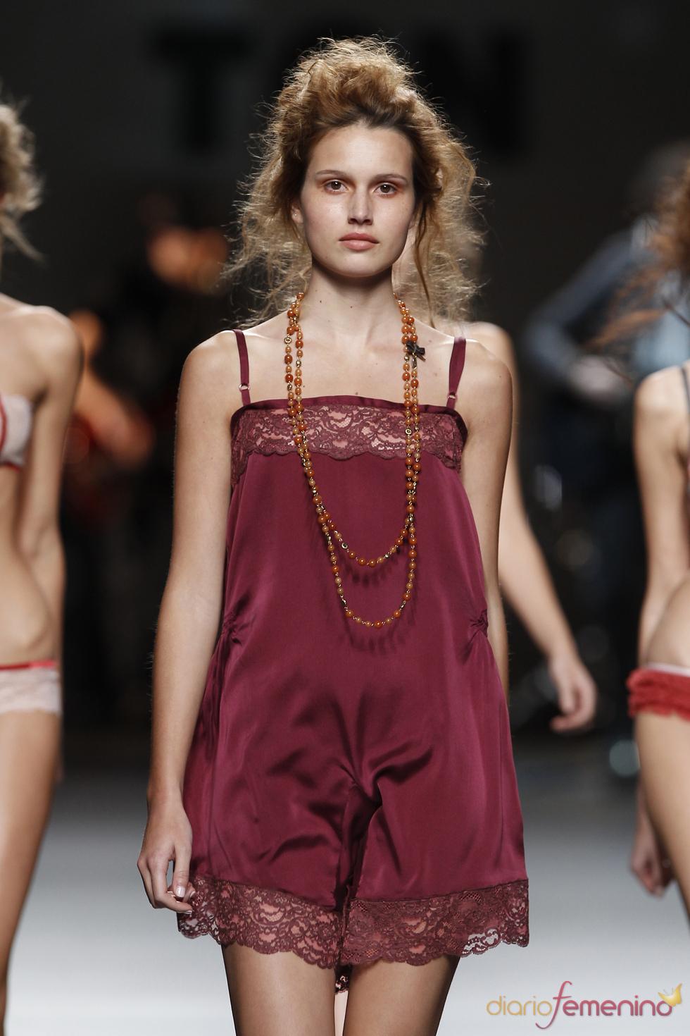 Camisón fucsia. TCN. Cibeles Madrid Fashion Week 2011