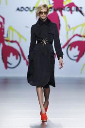 Vestido negro de terciopelo de Adolfo Domínguez