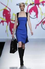 Vestido azul Francia y negro de talle marcado de Adolfo Domínguez