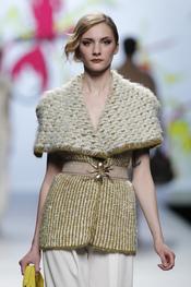 Tonos ocres, jacquard y distintas lanas, apuesta de Adolfo Domínguez