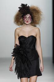 Vestido escote de corazón. Elisa Palomino O/I 2011-12. Cibeles Madrid Fashion Week
