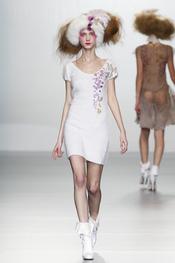 Total look blanco. Elisa Palomino O/I 2011-12. Cibeles Madrid Fashion Week