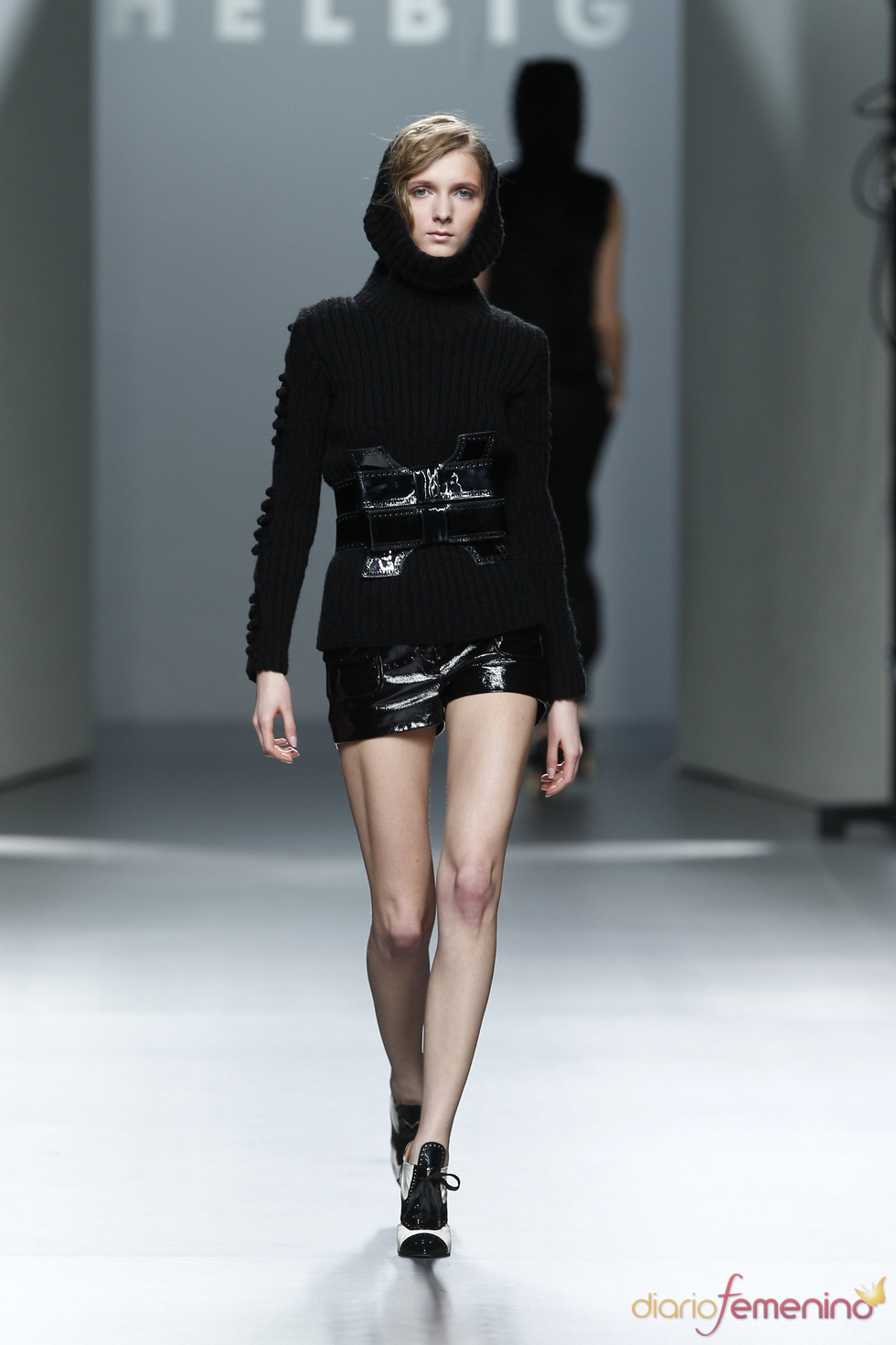 Cinturón a juego con short.Teresa Helbig O/I 2011-12. Cibeles Madrid Fashion Week