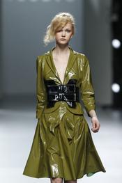 Conjunto de charol en verde pistacho.Teresa Helbig O/I 2011-12. Cibeles Madrid Fashion Week