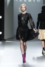 Vestido transparencias en negro.Teresa Helbig O/I 2011-12. Cibeles Madrid Fashion Week