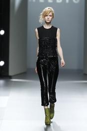 Pantalón pesquero de charol. Teresa Helbig O/I 2011-12. Cibeles Madrid Fashion Week
