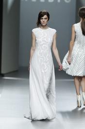 Impresionante vestido blanco de Teresa Helbig O/I 2011-12. Cibeles Madrid Fashion Week