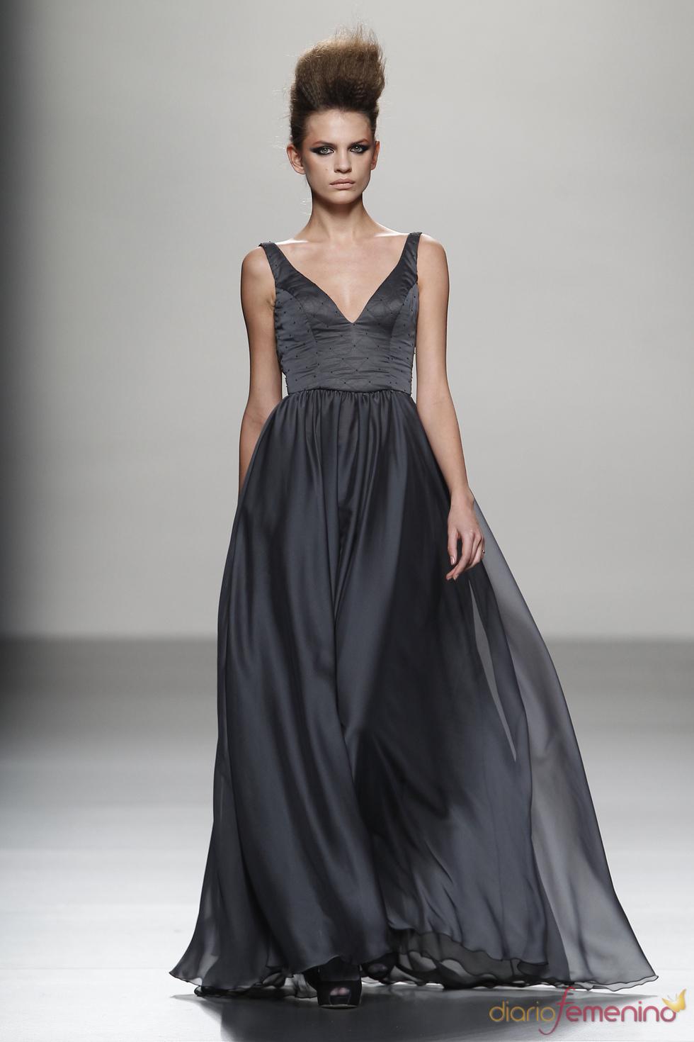 Vestido largo de seda con vuelo, propuesta de Juana Martín