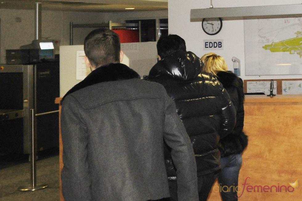 Piqué y Shakira, en el aeropuerto de Berlín