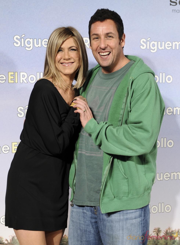 Jennifer Aniston y Adam Sandler en la premier de 'Sígueme el rollo' en Madrid