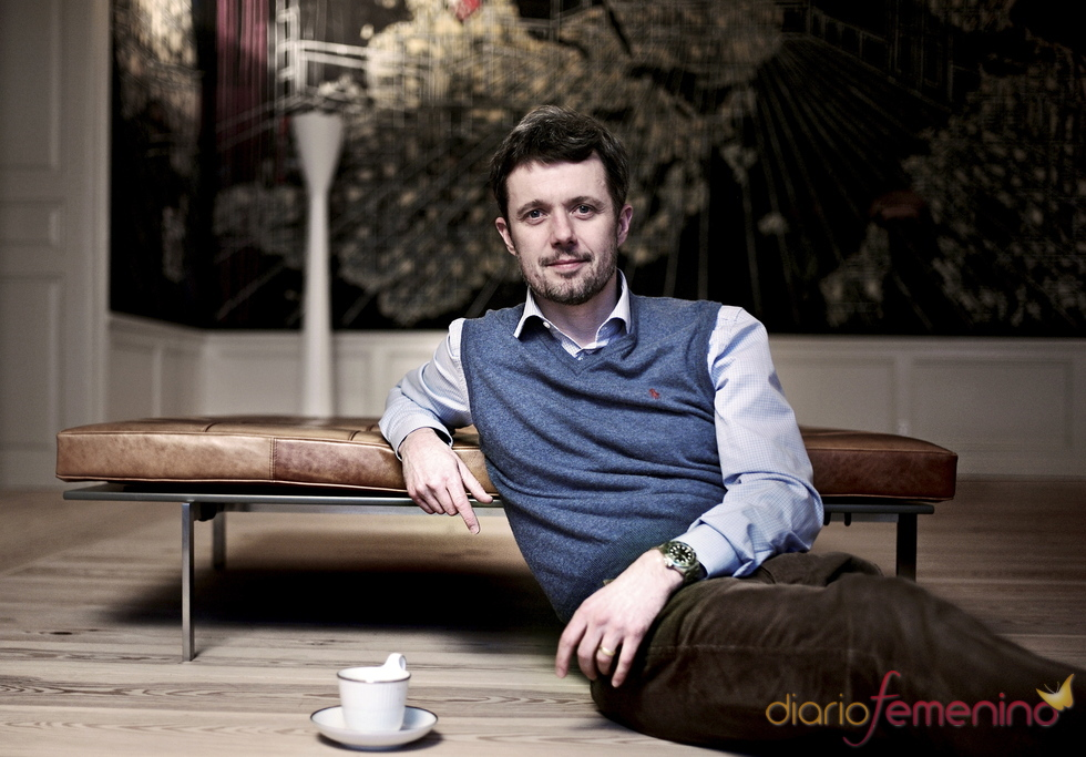 Federico de Dinamarca durante una entrevista