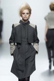 Abrigo gris. Sara Coleman. Cibeles Madrid Fashion Week 2011
