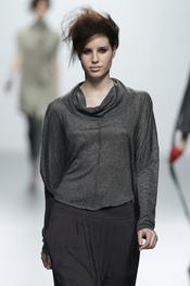 Blusa gris. Sara Coleman. Cibeles Madrid Fashion Week 2011