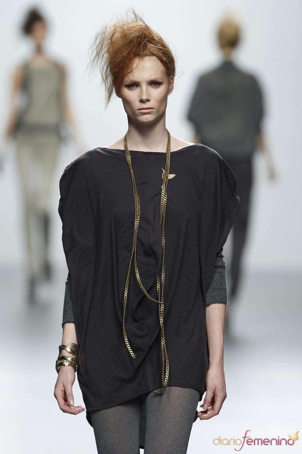Vestido negro corto. Sara Coleman. Cibeles Madrid Fashion Week 2011