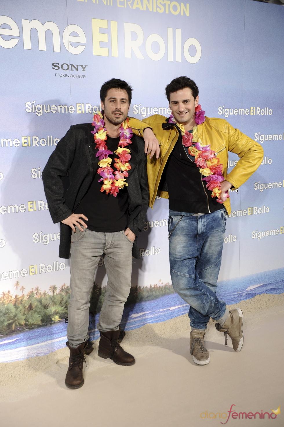 Asier Etxeandia y Hugo Silva en la premier de 'Sígueme el rollo' en Madrid
