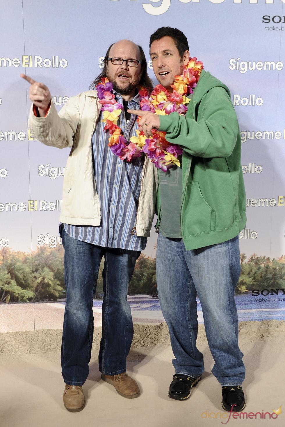 Santiago Segura y Adam Sandler posan juntos en la premier de 'Sígueme el rollo'